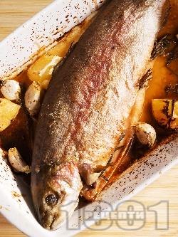 Печена сьомгова пъстърва пълнена с розмарин и чесън с хрупкава коричка на фурна - снимка на рецептата